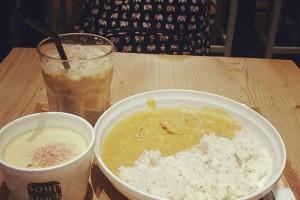 スープストックで夕ご飯♪ バッグは桃象さんのバックパックです! #verabradle #japanesefood